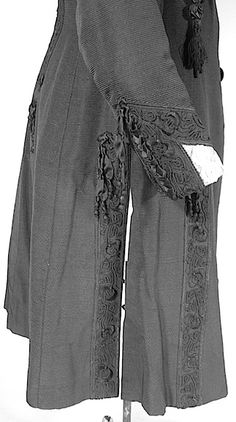 c. 1910 J. HARTJEN, 65 West 38th Street, New York City Edwardian Black Silk Faille Embellished Walking Coat with Ecru Battenberg Lace and Black Satin Trim. Detail