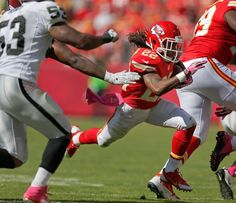 Kansas City Chiefs wide receiver Dexter McCluster (22) breaks past Oakland Raiders middle linebacker Nick Roach
