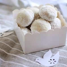 Italian Wedding Cookie: Bites of pure pleasure. Easy to make and great for the Holidays and Weddings.