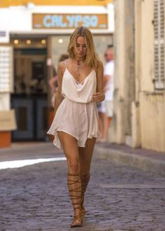 Kimberley Garner in Short Dress Shopping -22