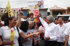 """26/mayo/2012 Día 58 - En Bahía de Banderas, Nayarit, el candidato del Movimiento Progresista, Andrés Manuel López Obrador, comprometió a los aspirantes a diputados y senadores por esta coalición a reducir su salario a la mitad y dijo que el gobernaría poniendo el ejemplo, """"Yo voy a predicar con el ejemplo y voy a ganar menos de la mitad [de lo que gana el presidente]"""". Dijo que tiene un programa especial para atender los problemas de alimentación de los más pobres."""