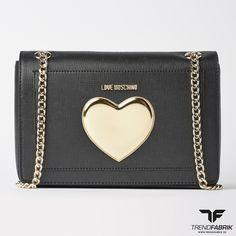 LOVE MOSCHINO Tasche, die perfekt zur Abendgarderobe passt aber auch mit Streetwear kombiniert werden kann!