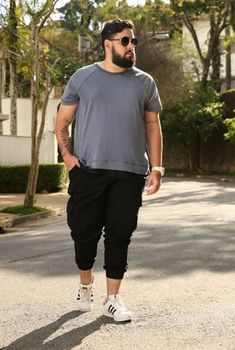 Calça cropped plus size mens plus size fashion, large men fashion, mens fashion for Chubby Men Fashion, Large Men Fashion, Men's Fashion, Fashion Moda, Mens Plus Size Fashion, Fashion Outfits, Sweat Shirt, T Shirt Polo, Cropped Plus Size