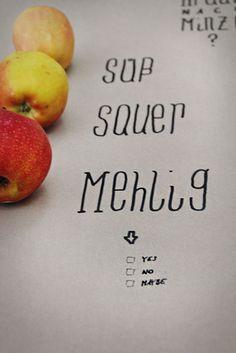 Ich bin ́s – dein Essen!  In unserem Supermarkt um die Ecke finden wir Produkte aus der ganzen weiten Welt. Aber haben wir schon einmal Pastinaken oder Steckrüben gegessen?  Kennen wir eigentlich noch alte Apfelsorten?  Bildquelle: Lina Meyer I mitessenspieltman.de