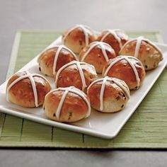 Hot Cross Buns Bring your kids into the kitchen to bake a traditional spring treat: spice-and-fruit buns that are eaten in England on Good Friday. Easter Breakfast Recipes, Easter Dinner Recipes, Holiday Recipes, Easter Brunch, Best Bread Recipe, Bread Recipes, Hot Cross Buns, Easter Treats, Artisan Bread