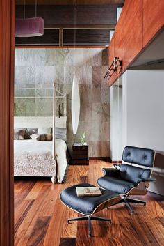 Fab Charles Eames Lounge Chair! Never out of style.