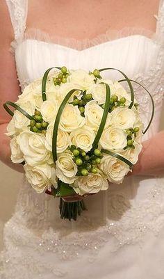 contemporary bridal bouquet | Beautiful Modern Wedding Bouquet | BridezillaBridezilla