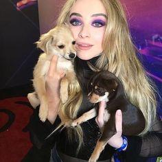 Cute Sabrina carpenter with a puppy❤️ puppy love