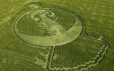 The 400-foot design was discovered in a barley field in Yatesbury near Devizes. The symbol for the Anunnaki appears on 5000 yr. old Sumerian tablets.