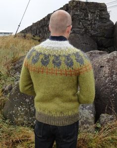 **Summer Snow*** *The sheep are grazing peacefully in the hills. A chilly wind blows down from the mountains. All of a sudden then sun is hidden by a big cloud. Snow starts falling. The Icelandic sheep stand proud.*  This is a traditional Icelandic knitted sweater with a few special details.
