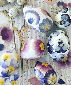 Love love love!! ❤ Egg Crafts, Diy Arts And Crafts, Easter Crafts, Decor Crafts, Diy Easter Decorations, Egg Art, Egg Decorating, Spring Garden, Happy Easter