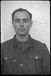 Wilhelm Weiter (1913-1946). Responsable de l'Arbeitdiens à Dachau de 1938 à 1943. Envoyé au front dans une unité combattante. Grièvement blessé. De retour à Dachau après sa guérison. Responsabilités dans des camps satellites. Pendu.