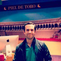 El cantante Casto Domínguez nos visita en nuestra tienda de Sevilla Sierpes