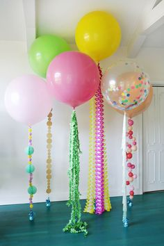 Balloon tails --- Last minute DIY balloon ideas for birthday parties and more using dollar store supplies that will make your party rock. Easy DIY balloon tutorials for kids. Balloon Tassel, Balloon Garland, Balloon Decorations, Birthday Decorations, Balloon Ideas, Balloon Centerpieces, Balloon With Tassels, Party Wall Decorations, Masquerade Centerpieces