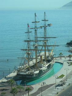Replica a tamaño real Esmeralda en Iquique, Chile (Photo by CSA) Living In Peru, War Of The Pacific, Trinidad Y Tobago, South American Countries, Easter Island, Galapagos Islands, Tall Ships, Central America, Sailing Ships