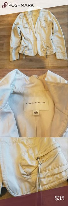 White Banana Republic Jackey This white Banana Republic jacket is chic and hip with its fringe zippers and utility pockets. Great for the fall season! 1 small smudge on arm. Banana Republic Jackets & Coats Utility Jackets
