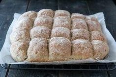 Langpannebrød enkelt å lage, og er kjempepopulært hos både store og små. Brødet er ypperlig frokost- eller matpakkebrød, og smaker også godt til for eksempel supper og gryteretter. Prøv det du også…