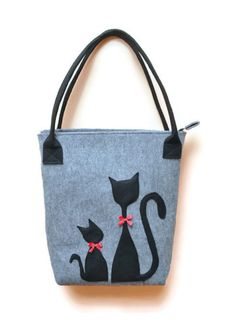 Felt Handbag bag with cat felt bag grey bag blac by AgathasBags Patchwork Bags, Quilted Bag, Diy Sac, Cat Bag, Christmas Bags, Denim Bag, Fabric Bags, Cloth Bags, Beautiful Bags