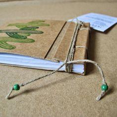 Cuadernos de cartón reciclado. ¡Larga vida al cartón!  Recycled cardboard notebook.  Long live the cardboard!