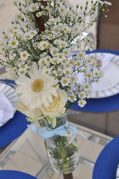 centro de mesa : áster, gérberas e rosas ;