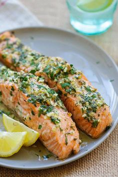 Garlic Herb Roasted Salmon - best roasted salmon recipe ever! Made with butter, garlic, herb, lemon and dinner is ready in 20 mins from /rasamalaysia/ Easy Delicious Recipes, Easy Soup Recipes, Fish Recipes, Seafood Recipes, Dinner Recipes, Cooking Recipes, Yummy Food, Healthy Recipes, Salmon Recipes With Herbs