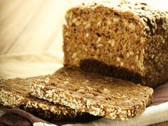 Brot backen ganz einfach: Mit Sauerteig und Vollkornmehl ein leckeres Vollkornbrot backen!