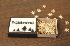 Last Minute Gifts - Notfallschneeflocken u weitere kl Geschenk/Verpackungsideen- Winter Christmas, Christmas Presents, Christmas Time, Christmas Crafts, Merry Christmas, Matchbox Crafts, Matchbox Art, Diy Presents, Diy Gifts
