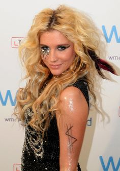 I LOVE KE$HA AND HER STYLE!