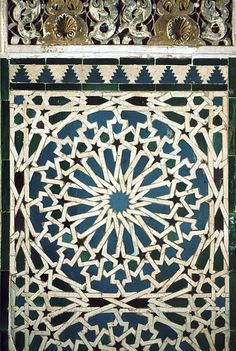 Image SPA 2307 featuring decorated area from the Alcazar, in Seville, Spain, showing Geometric Pattern using ceramic tiles, mosaic or pottery. Islamic Art Pattern, Pattern Art, Islamic Architecture, Architecture Details, Decorative Panels, Decorative Boxes, Islamic Decor, Tiles, Abstract Art