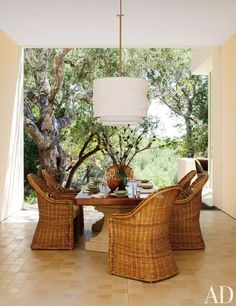 Looking to spruce up your home decor for spring? Wicker furniture brings a sense of breezy sophistication to any home