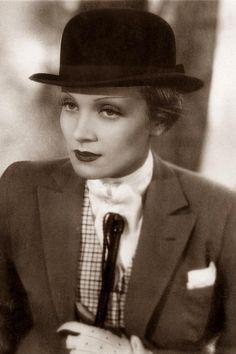 Marlene Dietrich celebrates her twenty-one years in Hollywood, with daughter Maria Riva. Marlene Dietrich, Divas, Old Hollywood Glamour, Classic Hollywood, Kino Theater, Pose, Actrices Hollywood, Androgynous Fashion, Katharine Hepburn