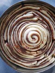 Brioche as a swirl of Nutella Strudel, Brioche Nutella, Nutella Brownies, No Cook Desserts, Tourbillon, Breakfast Dessert, Cooking Tips, Biscotti, Cake Recipes
