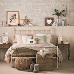 Schlafzimmer dekoartikel regal komplett gestalten braun warm