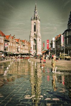 The Belfry of Tournai Places Around The World, Around The Worlds, Places To Travel, Places To Visit, Romanesque Architecture, Chula, Bruges, Old City, Adventure