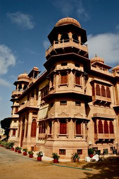Mohatta Palace Museum Karachi (7) by ShaukatNiazi, via Flickr