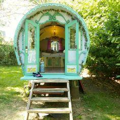 B&B * Can Portell * BijzonderPlekje Gypsy Trailer, Gypsy Caravan, Gypsy Wagon, B & B, Backyard Guest Houses, Gypsy Home, Garden Nook, Magic House, Puppy House