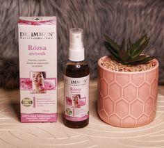 """""""A rózsa arctonik gyulladáscsökkentő hatású, ezért segít csökkenteni a bőr pirosságát, enyhén feszesít, a pórusok kisebbek a használata után, jól hidratál. Segít kiegyensúlyozni a bőr pH-ját, antioxidáns hatásának köszönhetően pedig segít a szabadgyökök elleni harcban és hozzájárul a sejtek megújulásához. Amit most használok nem csodaszer és nem is a pattanások miatt használom, de így is meghálálja a bőröm a használatát. Nyári időszakban kitűnő frissítő is lehet majd az arcbőrnek."""" Wine, Bottle, Blog, Flask, Blogging, Jars"""