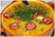 Pea soup with sausage hunting cheese Mexican Food Recipes, Soup Recipes, Cooking Recipes, Ethnic Recipes, I Love Food, Good Food, Yummy Food, Blue Food, Pea Soup