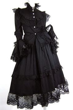 Yeah, am realising a key aspect of my attraction to Lolita fashion is its Victorian and Rococo influence.