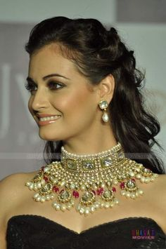 That necklace is incredible! Dia Mirza walks for Golecha's Jewels India Jewelry, Ethnic Jewelry, Jewelry Accessories, Jewelry Design, Dia Mirza, Indian Bridal, Bride Indian, Bollywood Fashion, Indian Beauty