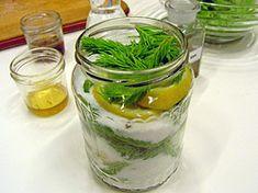 Sirup zvýhonků jehličnanů (smrk, borovice) za studena scitronem
