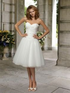 1000+ ideas about Brautkleid Standesamt on Pinterest  Empire, Satin ...