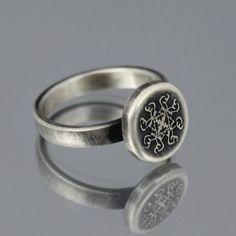 Mi mano fabricado características del anillo de mis marcas caligráficos dibujado a mano que repiten y gírelo para crear el diseño que yo he grabado