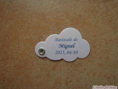 Bonjour à tous et à toutes ! Voici les Etiquettes réalisées pour le Baptême de Miguel qui aura lieu le 4 octobre 2015 au Portugal. Ainsi les créations à venir pour cette occasion auront la particularité d'être rédigées en Portugais. Ce sont des étiquettes...