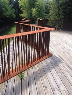 corten çelik Mixed materials for bbq island. Corten and redwood Railing Design, Fence Design, Garden Design, Landscape Elements, Landscape Design, Architecture Details, Landscape Architecture, Staircase Railings, Stairs