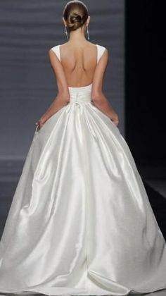 pure and simple - absolutely the most elegant dress ever!