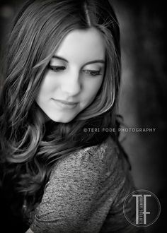 Senior Picture Ideas for Girls | Senior Poses Girl | Senior Pictures Girl | Click here to follow my SENIOR GIRLS Board at www.pinterest.com/jilllevenhagen | #seniorpictureideasforgirls