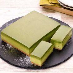 抹茶のレアチーズケーキと生チョコクリームの2層が綺麗♪大人な抹茶風味の濃厚なケーキです。プレゼントにもおすすめです♡