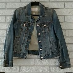 Essential Jean Jacket EUC Old Navy long sleeved Jean jacket! Perfect like new condition :) great staple for any closet! Old Navy Jackets & Coats Jean Jackets