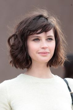 Short wavy hair look